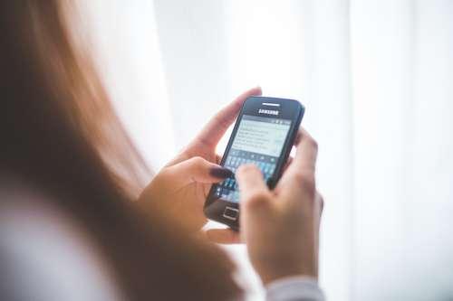 Sms berichten beantwoorden om online geld te verdienen.