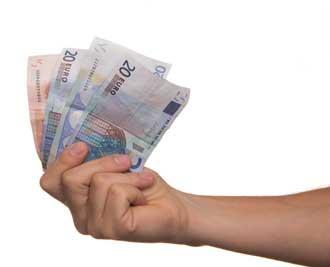 Hand met geld, de verdiensten van een webcammodel.